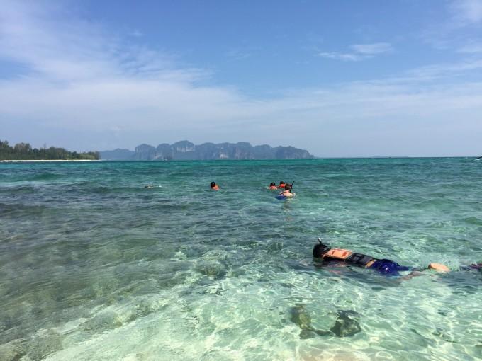 奥南海滩出发去甲米四岛 坐快艇 1200b一个人 甲米四岛游完,回到奥南