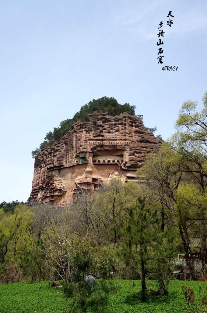 麦积山石窟是麦积山风景名胜区重要景点,国家5a级旅游景区,因山形酷似