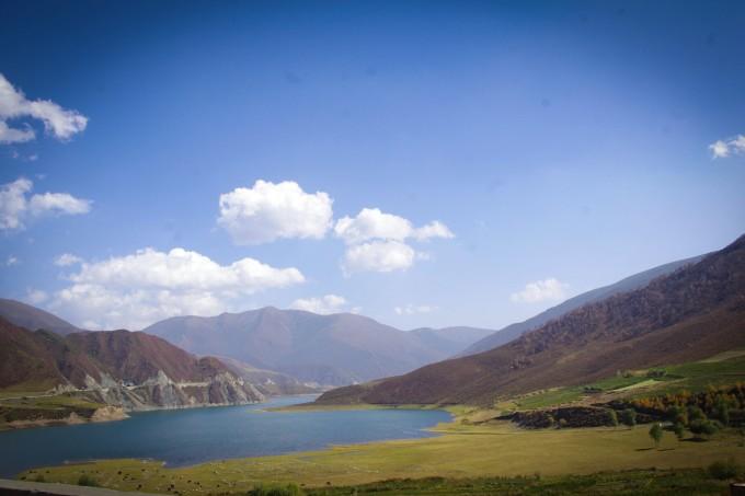 随处可见的雪山 蓝天,白云,红叶,青草~ 黑泉水库作为从祁连到西宁的过