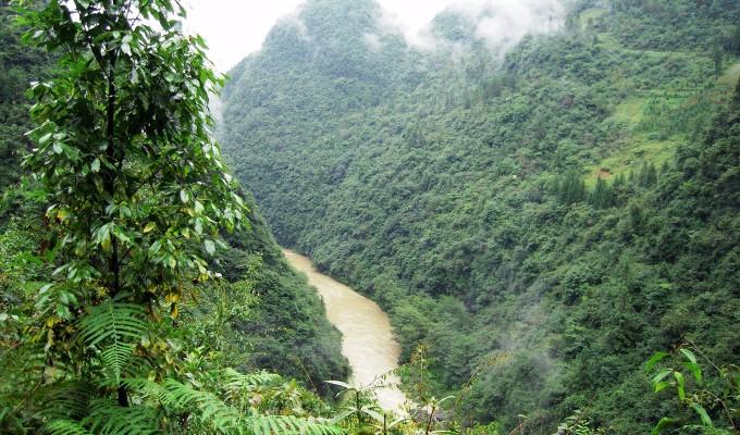 檀香洞在檀香岩下又名老龙洞,伏流近20千米(直线约6千米),过齐岳山至