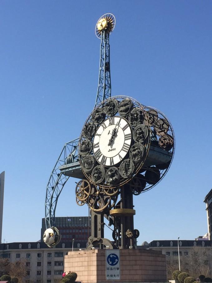 朋友说,天津火车站到飞机场有地铁,1个小时就够了,预留了2小时赶飞机