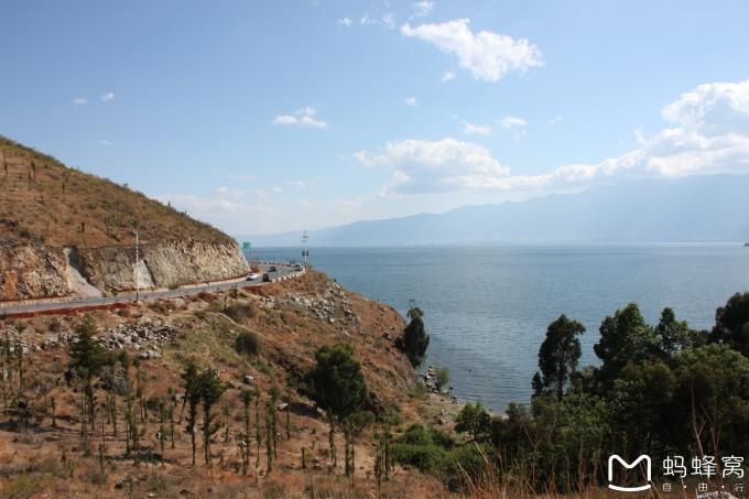 沿路风景很漂亮,公路一路沿海,每个转弯都是一个风景. 云南民族村 1.