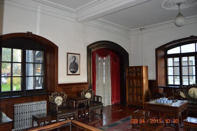 内设会客厅,舞厅,餐厅,琴房,起居室,书房,办公室等多个房间的复原陈列