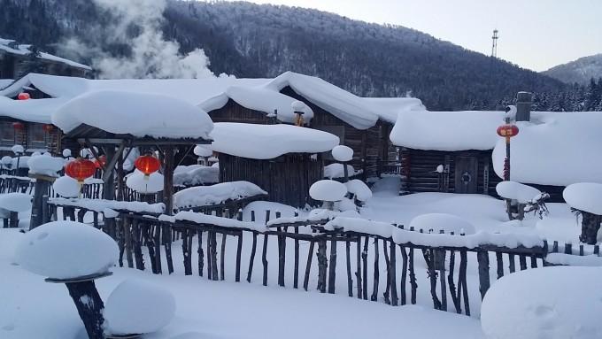 积满了雪的小木屋真的